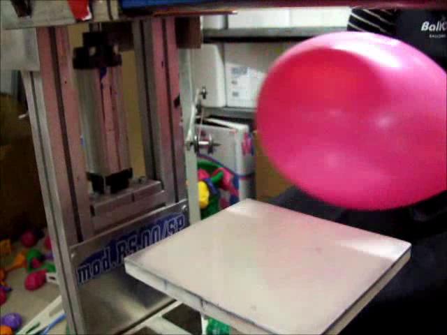 Einfarbiger Siebdruck auf Luftballons