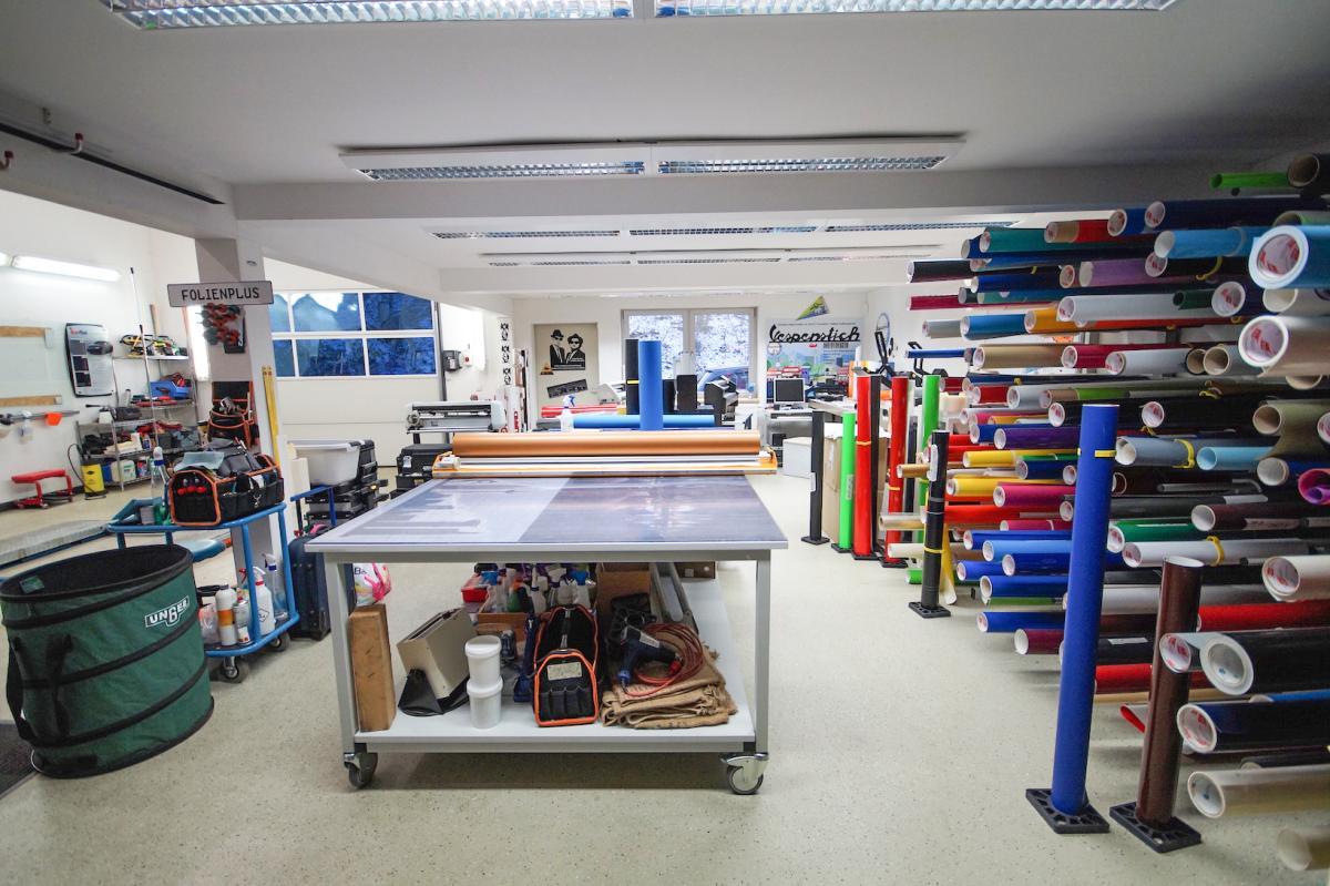 folienplus kfz glasereien in obertshausen ffnungszeiten. Black Bedroom Furniture Sets. Home Design Ideas