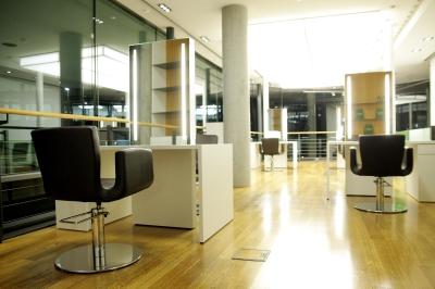le salon deluxe friseursalons in stuttgart mitte ffnungszeiten. Black Bedroom Furniture Sets. Home Design Ideas