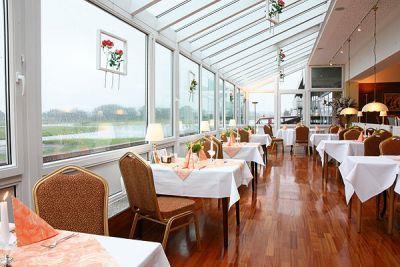 Airfield hotel restaurant gmbh flugplatz restaurants for Airfield hotel ganderkesee