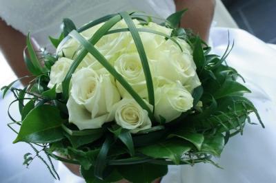 Autogesteck in Herzform in weiß/grün Hochzeit Kirchendeko in weiß ...